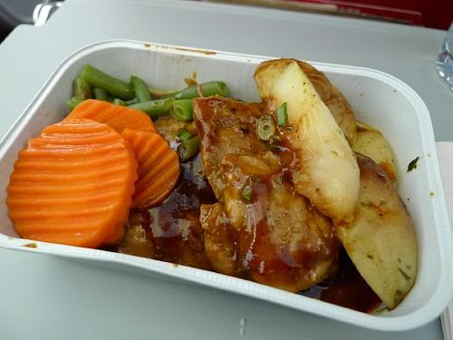 写真 エアアジア利用体験(31)機内食─多国籍料理 エアアジア(AirAsia)情報館 トップペ